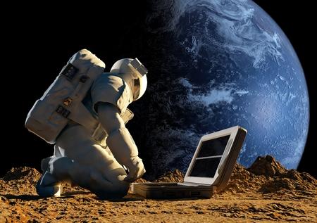 Astronaut op zijn knieën in de buurt van de zonne-batterij. Stockfoto