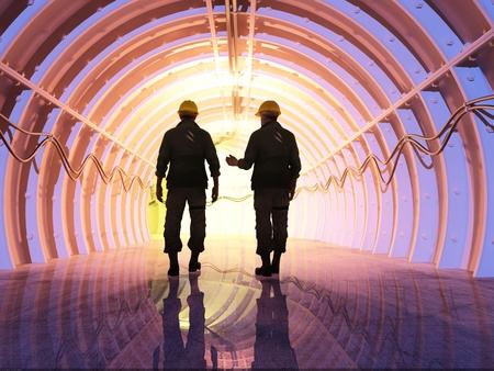 Silhouet van de werknemers in de tunnels. Stockfoto