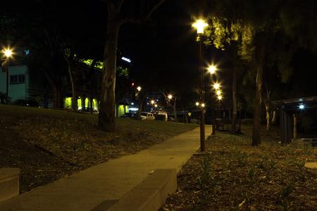 fitzroy: Rockhampton river bank park at night