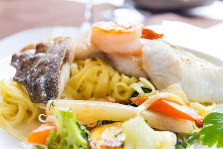 plato de pescado: plato de pescado