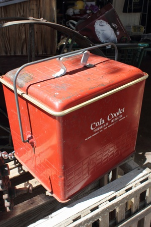 icebox: An old american icebox cooler found in boulder city, april 2013