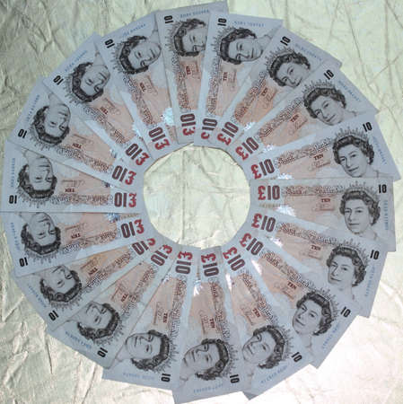 English �20 notes in a circle on a gold background