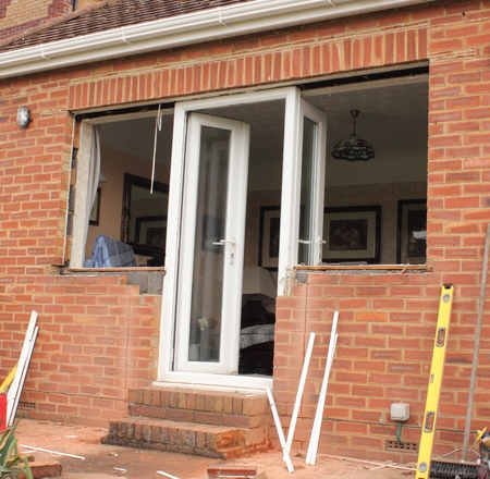 Renewing plastic doors and windows to a bungalow