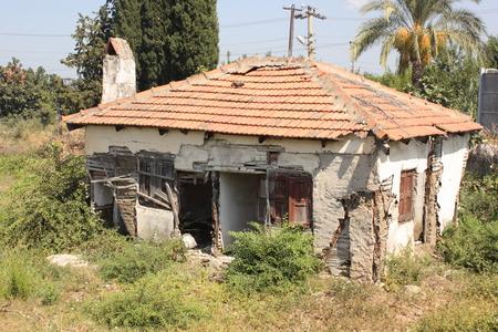 in disrepair: Un vecchio edificio in rovina, Calis, Turchia 2014 Editoriali
