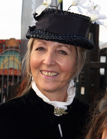 victorian lady: An unknown actress playing the part of a victorian lady at the yearly Christmas victorian festival in portsmouth dockyard, 2014 Editorial