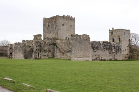 portsmouth: The ruins of an old medieval castle in portchester , portsmouth, England