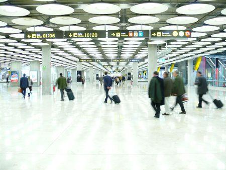gente aeropuerto: Blanco clara zona de reclamaci�n de equipajes