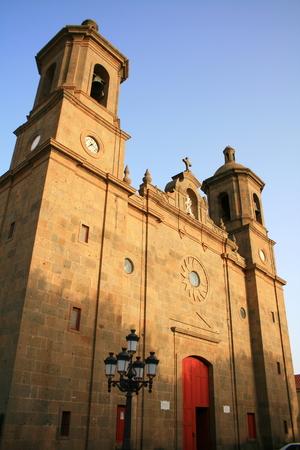 centenarian: porche de la iglesia de San Sebasti�n y monumento nacional en Aguimes, Islas Canarias  Foto de archivo