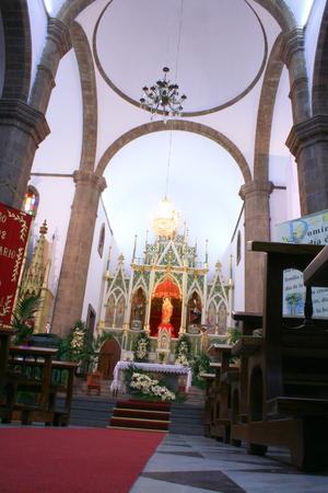 centenarian: Interior Iglesia de la Candelaria en Ingenio, Islas Canarias