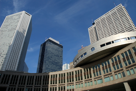 Tokyo Metropolitan Government, Shinjuku District, Square and contemporary architecture Редакционное
