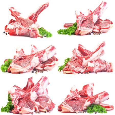 Carne de cordero aislado en blanco