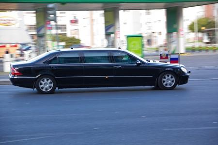 Portugal, Lisboa ? November 20, 2010: Auto der russische Pr�sident Dmitri Medwedew auf dem Weg vom Flughafen Lissabon der Zone Expo, wo NATO-Gipfel auftritt