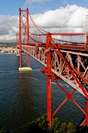 Die Br�cke 25 de Abril in Lissabon