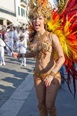 SESIMBRA, PORTUGAL - FEBRUARY 19: Samba dancer in the Carnival on February 19, 2012 in Sesimbra, Portugal. Stock Photo - 12355287