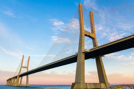 Lange Vasco da Gama H�ngebr�cke, Lissabon, Portugal Lizenzfreie Bilder