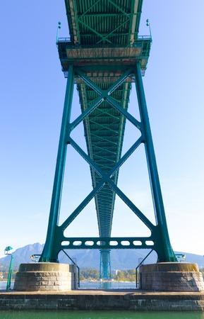 Gr�n Metallic Lions Gate Bridge - Vancouver