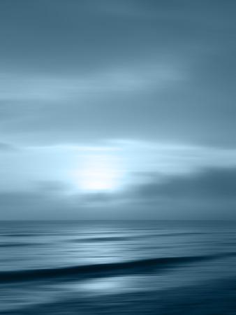 地平線の海の水中風景の背景