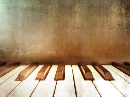 Grunge piano - retro music background Standard-Bild