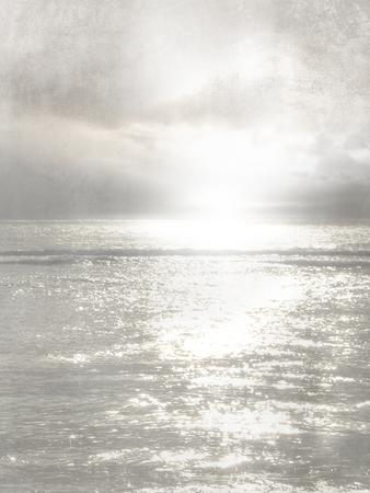 sea horizon: Gray horizon with sunburst - abstract sea background