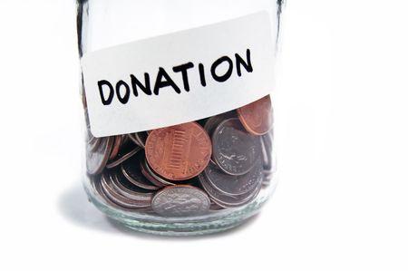 oorzaken: Verzamelen van munten in een pot met label voor donatie