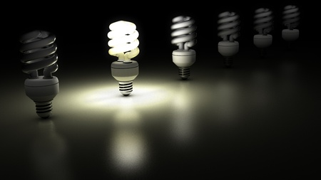 tubos fluorescentes: Las lámparas fluorescentes compactas en una fila Una de ellas es la lámpara es esclarecedor Concept Idea Foto de archivo