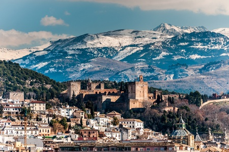 Winter view of famous Alhambra in front of Sierra Nevada mountains topped with show  版權商用圖片
