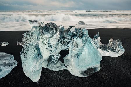 Ice on the black volcanic beach near Jokulsarlon glacier lagoon, winter Iceland. 스톡 콘텐츠