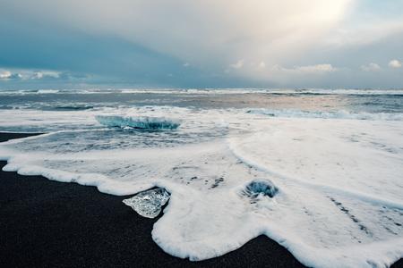 Ice on the black volcanic beach near Jokulsarlon glacier lagoon, winter Iceland. 版權商用圖片