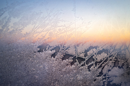 Frost on a window on a winter morning. 免版税图像 - 100900744