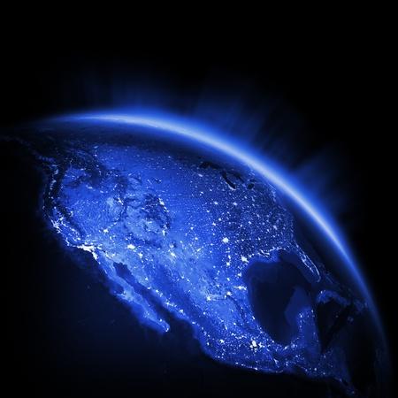 courtoisie: Etats-Unis lumi�res de la ville. Terre 3d rendent les lumi�res, les cartes de courtoisie de la NASA