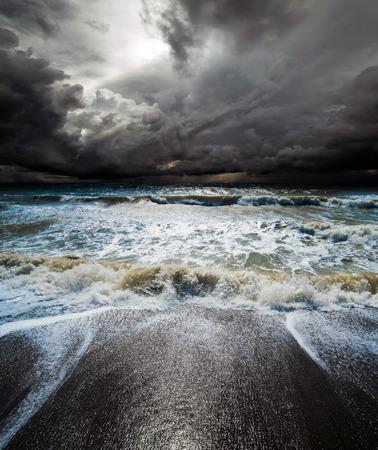海の嵐。熱帯ハリケーン サイクロン