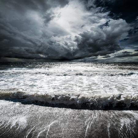 海の波。熱帯ハリケーン サイクロン