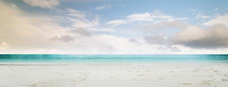 Tropická pláž panorama. Ztracený ostrov
