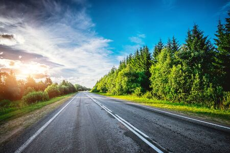 Road way forward direction. Summer morning landscape Stockfoto