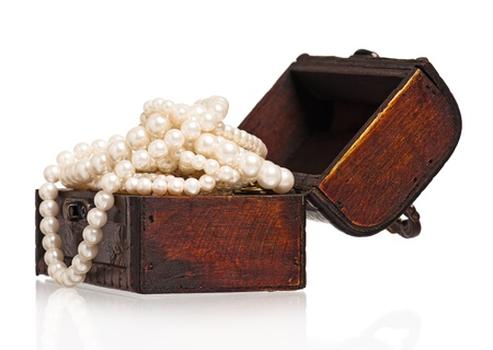 Box with pearl Stock Photo - 17952597