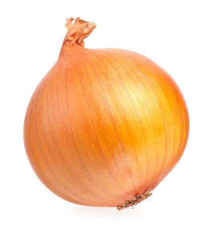cebolla: Una cebolla amarilla aislada en el recorte de fondo blanco