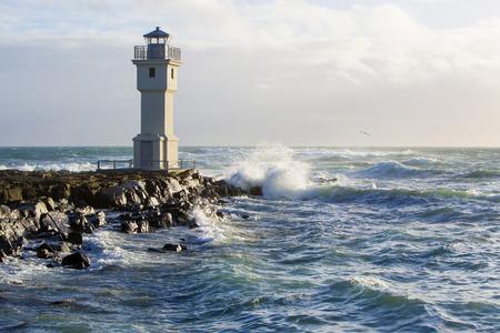 ポートのレイキャヴィーク アイスランドの白灯台 写真素材