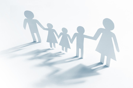 single mother: Single mother with four children, paper figures