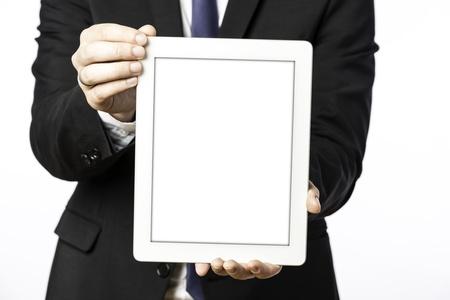 lazo negro: Hombre de negocios en traje negro con muestra su tablet PC en blanco, sobre fondo blanco Foto de archivo