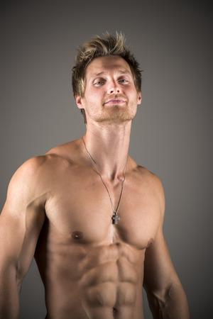 developed: Hombre atl�tico rubio con abdominales y pectorales bien desarrollados Foto de archivo