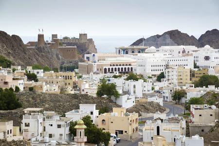 Bekijk naar Muscat in Oman op een bewolkte dag