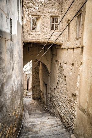 Image of narrow alley in Birkat al mud in Oman