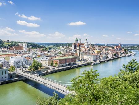 Passau in Duitsland met de rivier de Donau in de zomer Stockfoto