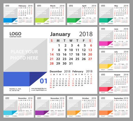 デスクカレンダー2018。週は日曜日から始まります。12ヶ月のセット。ベクトルイラスト