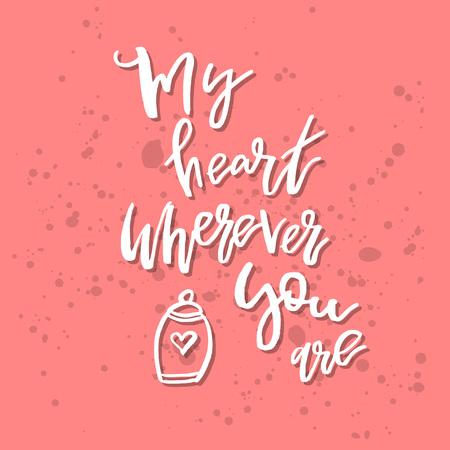 どこにいても私の心 - インスピレーションバレンタインデーロマンチックな手書きの引用。挨拶、ポスター、Tシャツ、プリント、カード、バナーに