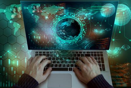 Mano de hombre de negocios trabajando en la computadora portátil con la estrategia de negocios de capa digital y el diagrama de las redes sociales Foto de archivo - 72389385