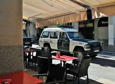 coche: coche patrulla civil estacionado en la guardia de la calle Editorial