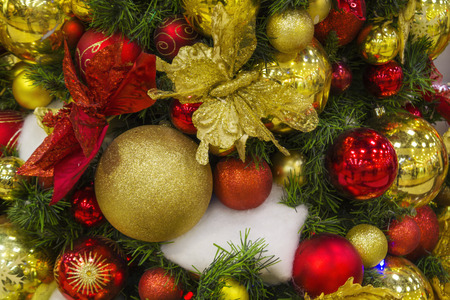 Christmas background with gold and red balls on the Christmas tree, with beads, embroidered butterflies and flowers, Stockfoto