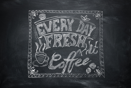 Lettering on black chalkboard with white chalk, inscription Every Day Fresh hot, coffe, frame drawn and grain coffees Stockfoto
