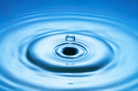 drippings: gota de agua ca�da (imagen 35 de 51, tengo todas las fases de gota ca�da) Foto de archivo
